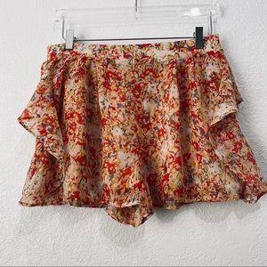 ☘️BCBGeneration floral shorts size L